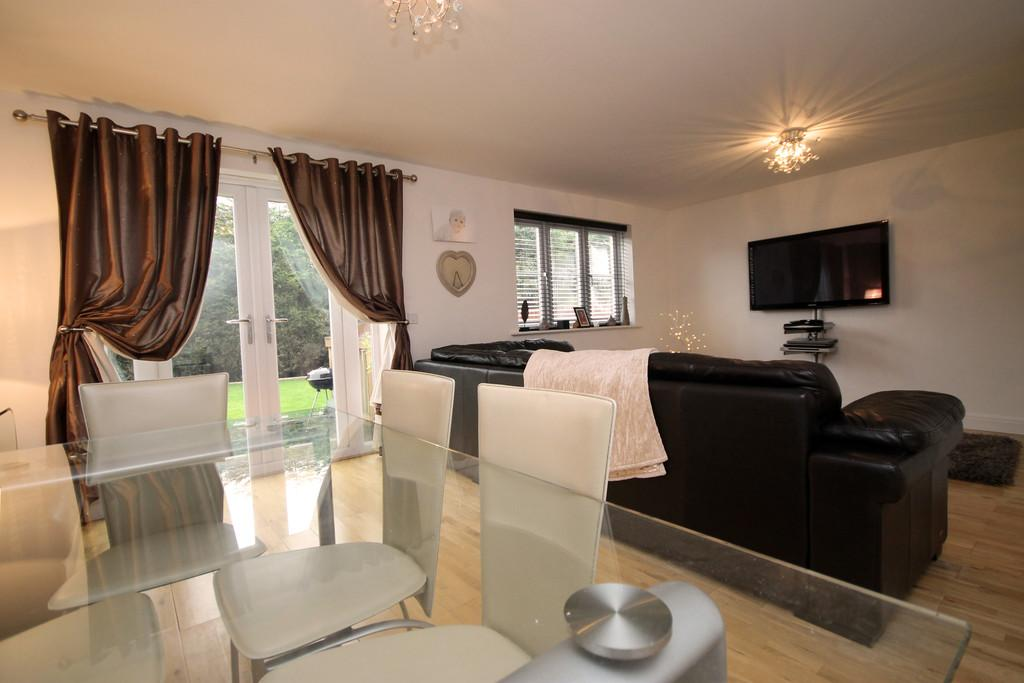 4 Bedrooms Detached House for sale in Blake Close, Hinckley