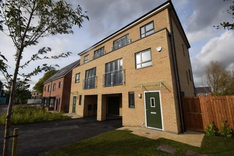 4 bedroom semi-detached house to rent - Meadow Road Salford, Greater Manchester, M7 1PA