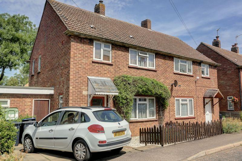 3 Bedrooms Semi Detached House for sale in Steward Close, Stuntney