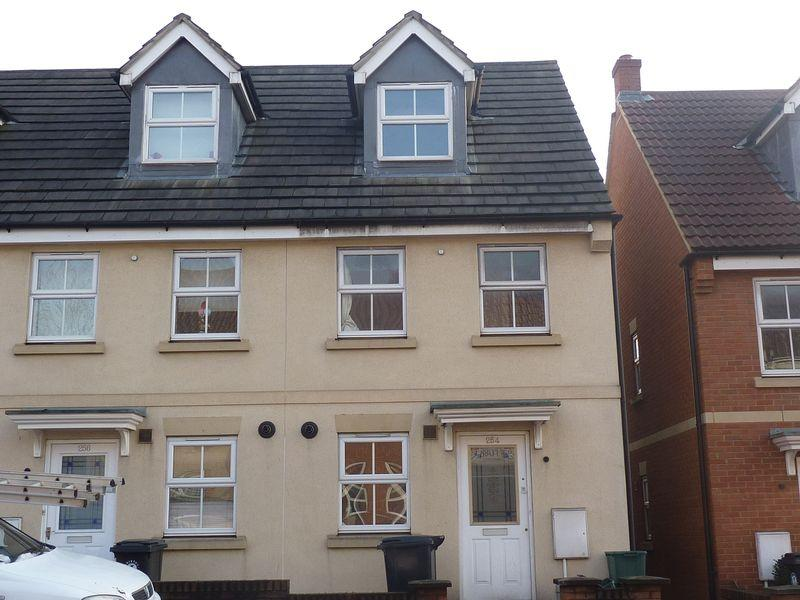 3 Bedrooms End Of Terrace House for rent in Whitehall Road, Bristol