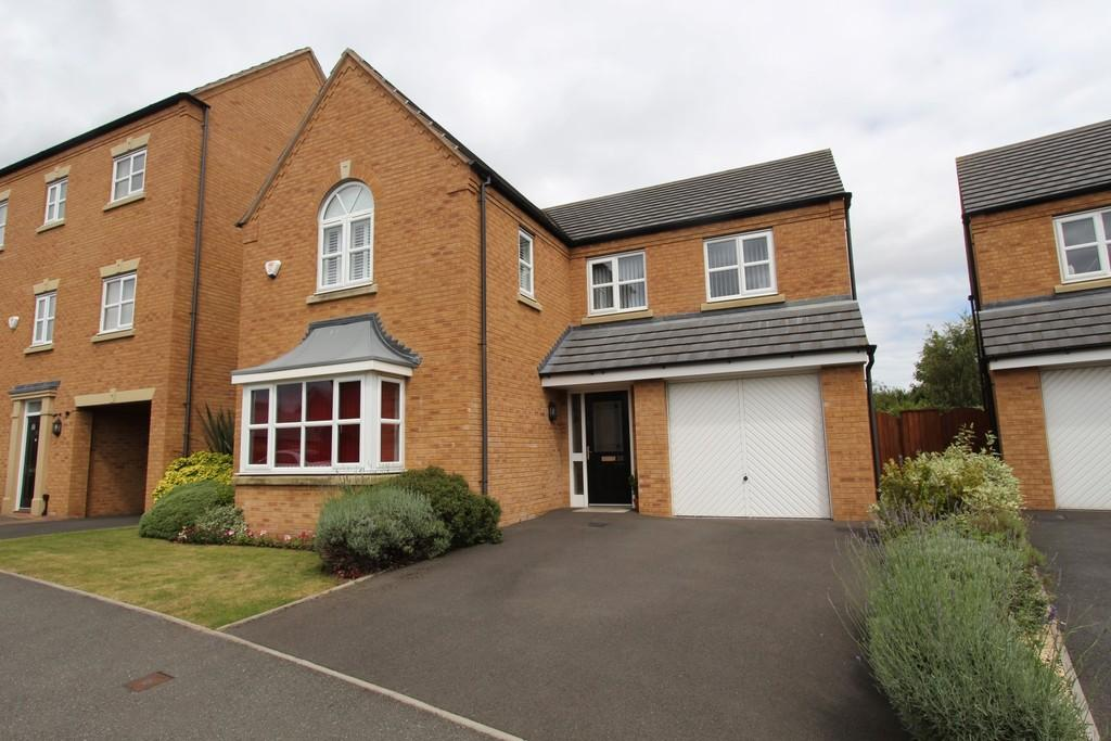 4 Bedrooms Detached House for sale in Lowes Drive, Tamworth, B77 2TT