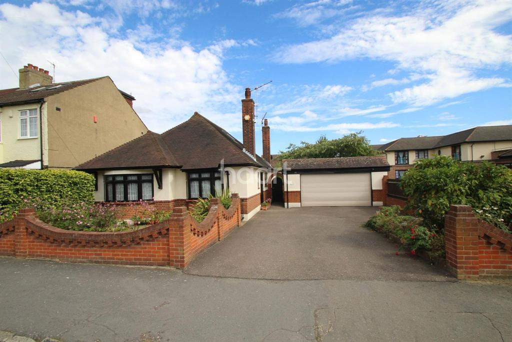 3 Bedrooms Bungalow for sale in Ethelburga Road, Harold Wood
