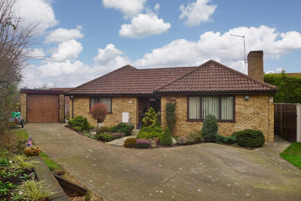 3 Bedrooms Detached Bungalow for sale in FURZEHALL AVENUE, FAREHAM