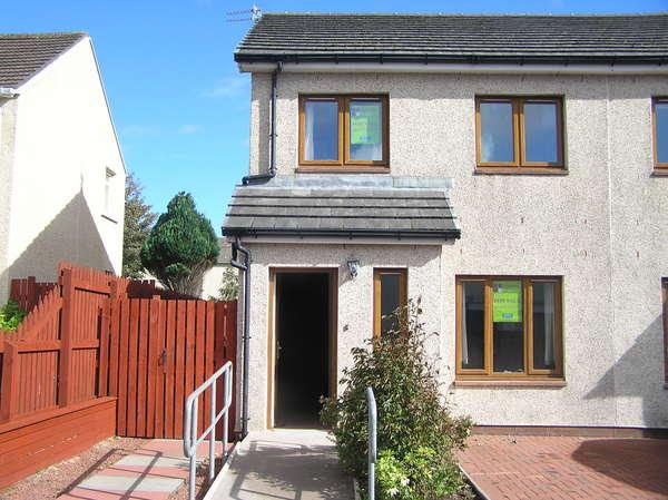 3 Bedrooms Semi Detached House for sale in 6 Kames Street, Millport, Isle of Cumbrae, KA28 0BN