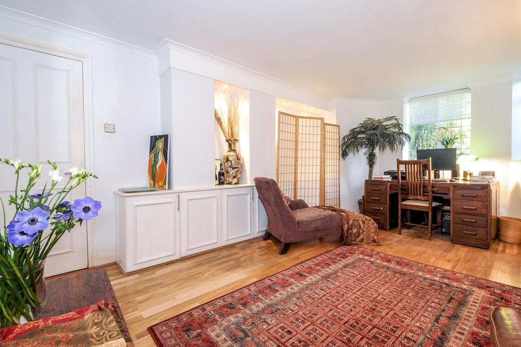 1 Bedroom Flat for sale in Tudor Close, Belsize Park