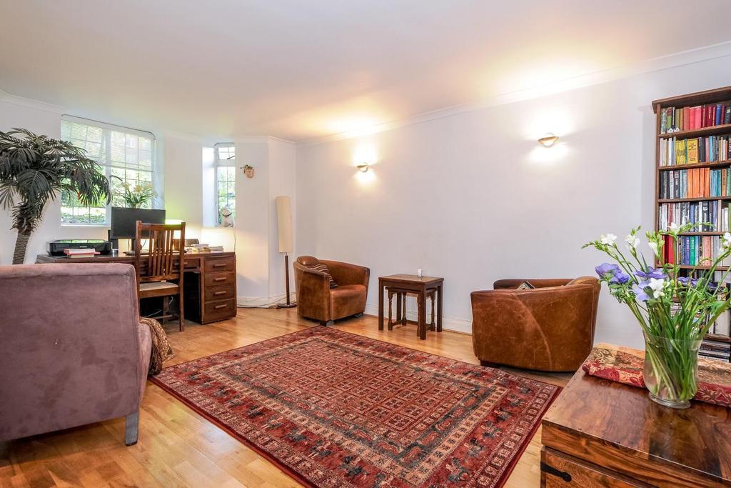 1 Bedroom Flat for sale in Tudor Close, Belsize Park, NW3