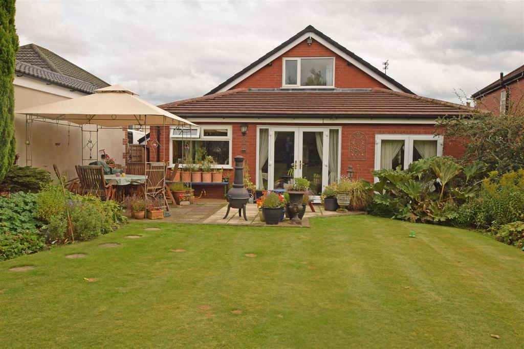 3 Bedrooms Detached Bungalow for sale in Crow Hill South, Alkrington, Middleton