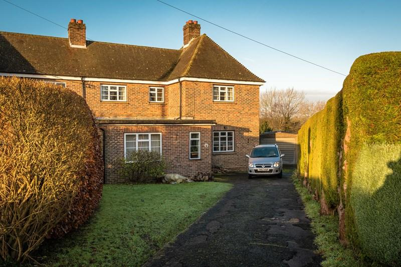 3 Bedrooms Cottage House for sale in Hurstwood Road, High Hurstwood, Uckfield