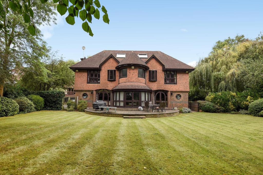 6 Bedrooms Detached House for sale in Southborough Lane, Bromley, BR2