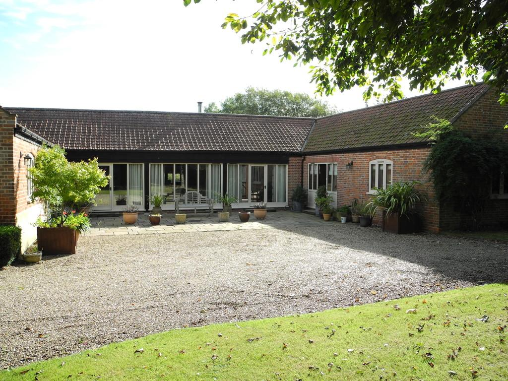 4 Bedrooms Barn Conversion Character Property for sale in Yarmouth Road, Toft Monks