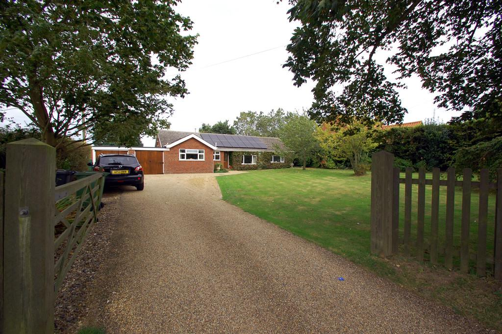 4 Bedrooms Detached Bungalow for sale in Knapton Green , Mundesley Road