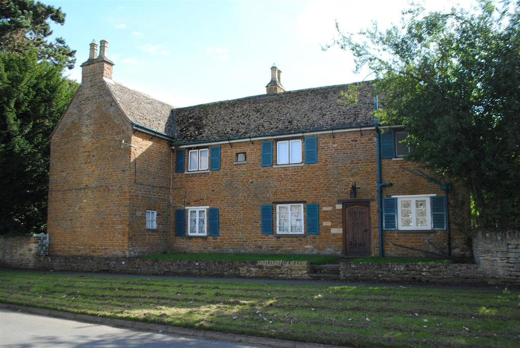 5 Bedrooms Detached House for sale in Church Lane, Wymondham