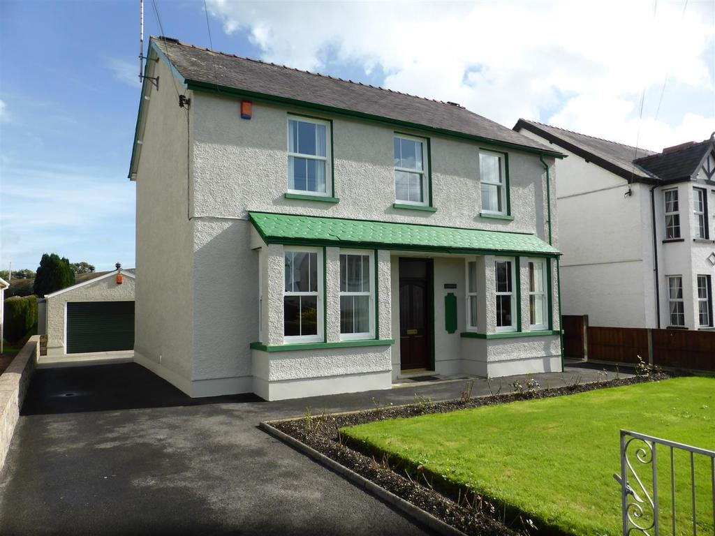 4 Bedrooms Detached House for sale in Towy Avenue, Llandovery