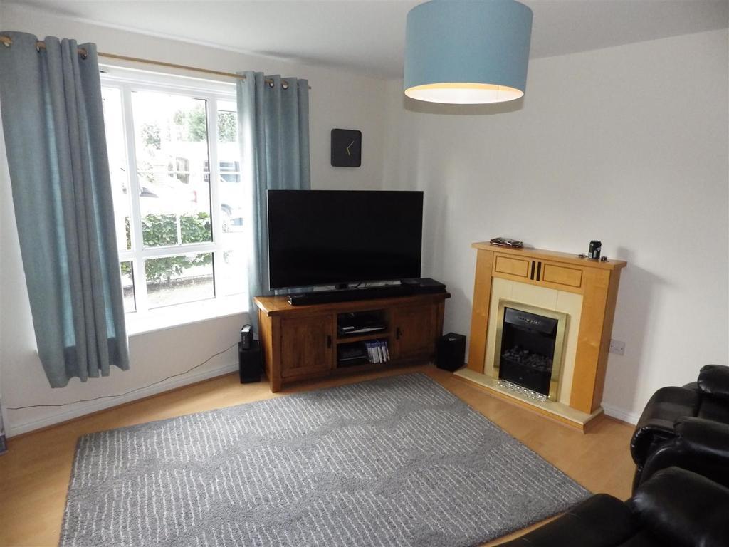 2 Bedrooms Flat for sale in Unitt Drive, Cradley Heath