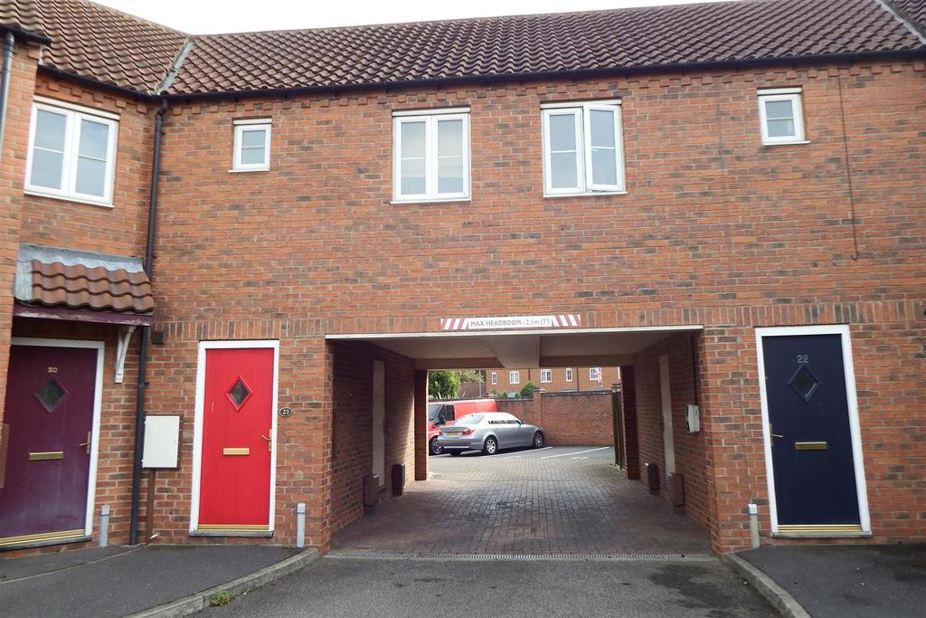 2 Bedrooms Flat for sale in The Square, Kirton, Boston