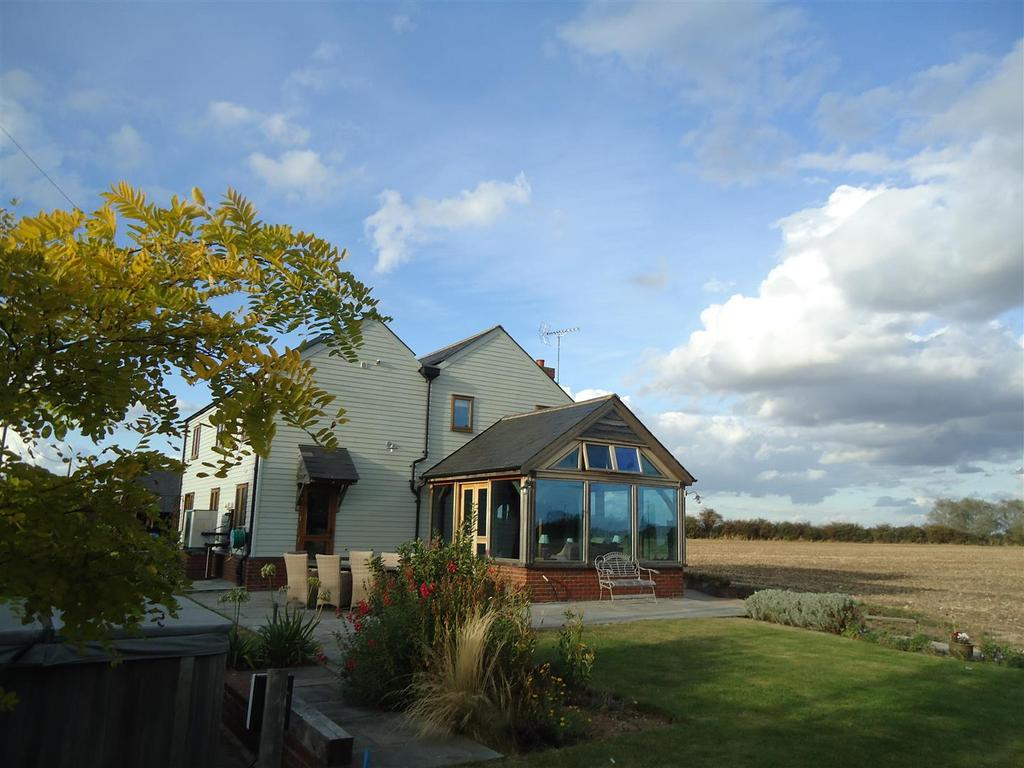 4 Bedrooms Detached House for sale in Maldon
