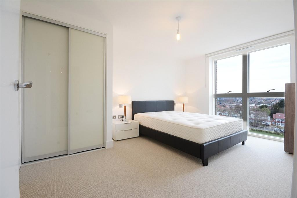 3 Bedrooms Flat for sale in Lakeside Drive, Park Royal, London, NW10