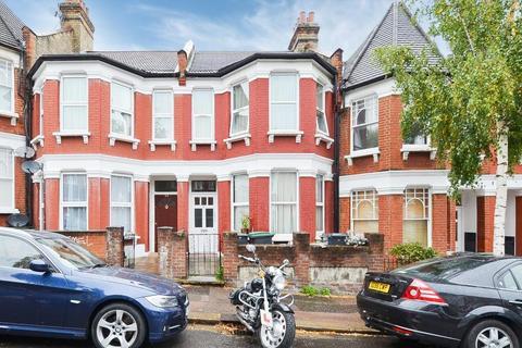 4 bedroom terraced house to rent - Hewitt Road, London, N8