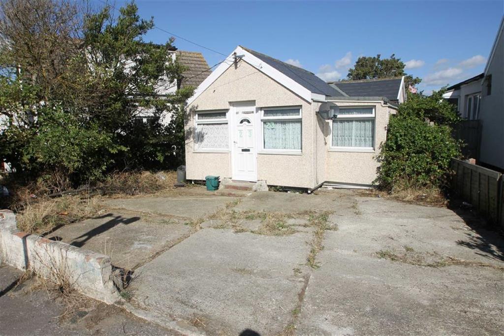 3 Bedrooms Detached Bungalow for sale in Beach Crescent, Jaywick Village