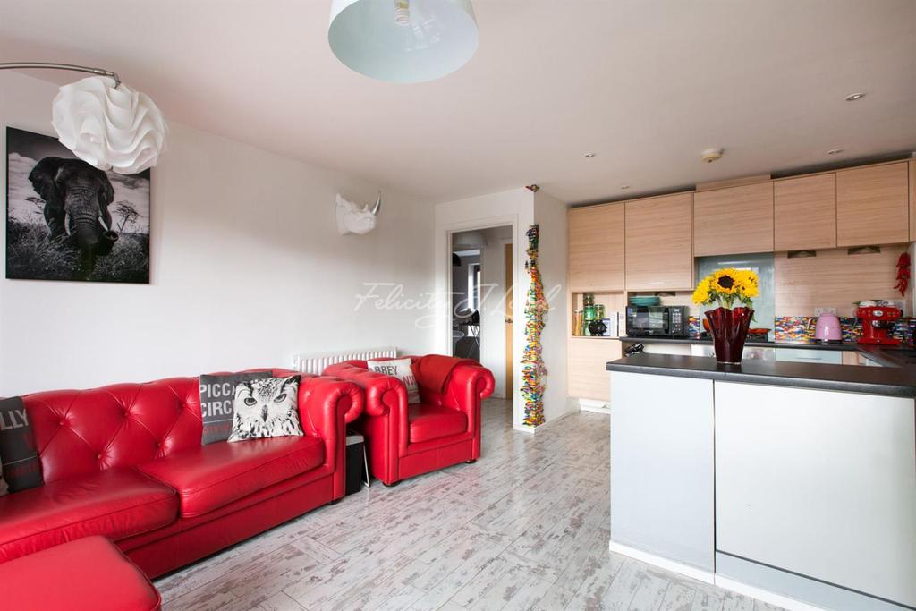 2 Bedrooms Flat for sale in Lancaster House, SE18