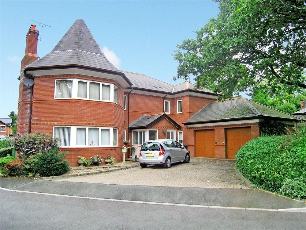 2 Bedrooms Maisonette Flat for sale in Redwood Court, Llanishen, Cardiff