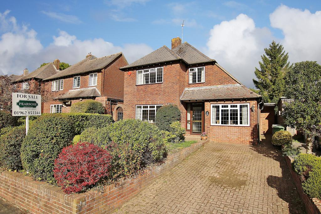 4 Bedrooms Detached House for sale in Winchester