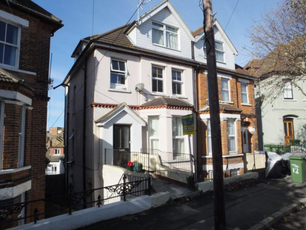 2 Bedrooms Apartment Flat for sale in East Cliff Gardens, Folkestone, CT19