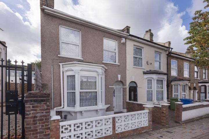 3 Bedrooms House for sale in Hollydale Road, Nunhead, SE15