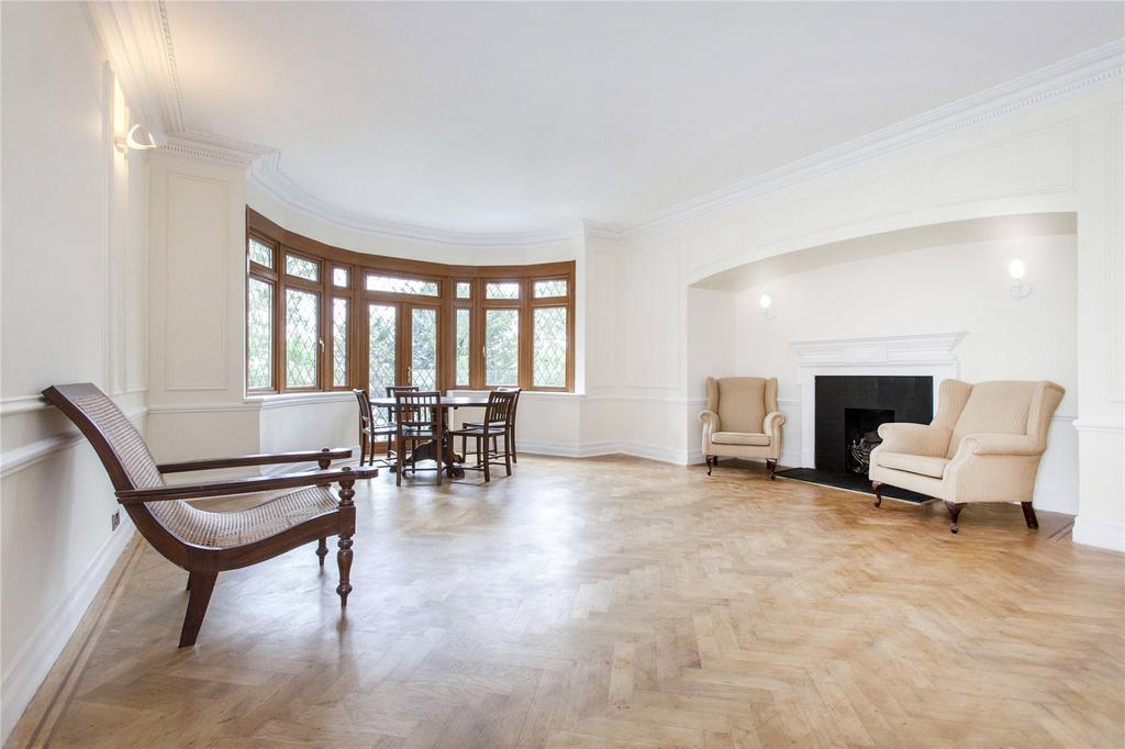2 Bedrooms Flat for sale in West Heath Road, Hampstead, London