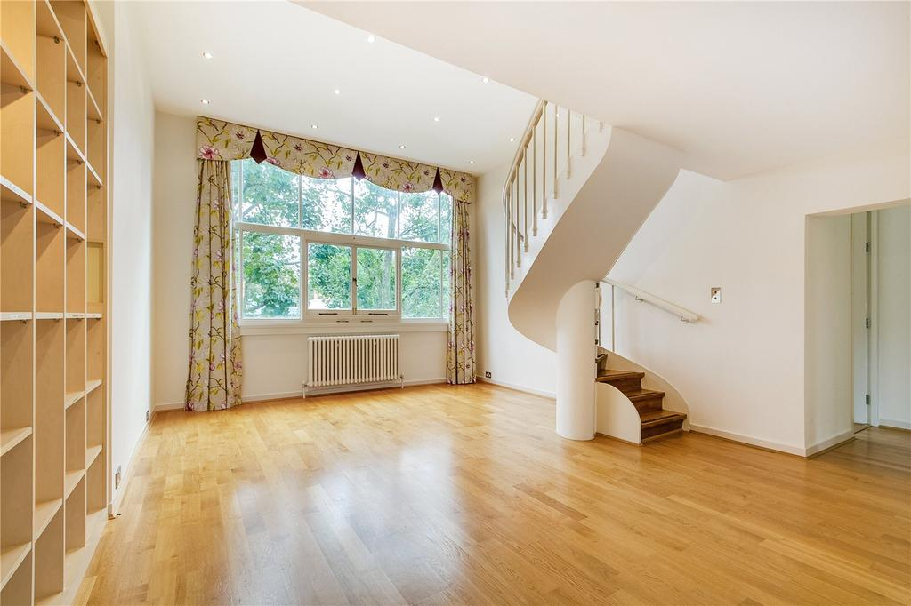 2 Bedrooms Flat for sale in Palace Gate, Kensington, London