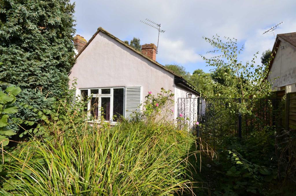2 Bedrooms Bungalow for sale in Beaufort Road, Billericay