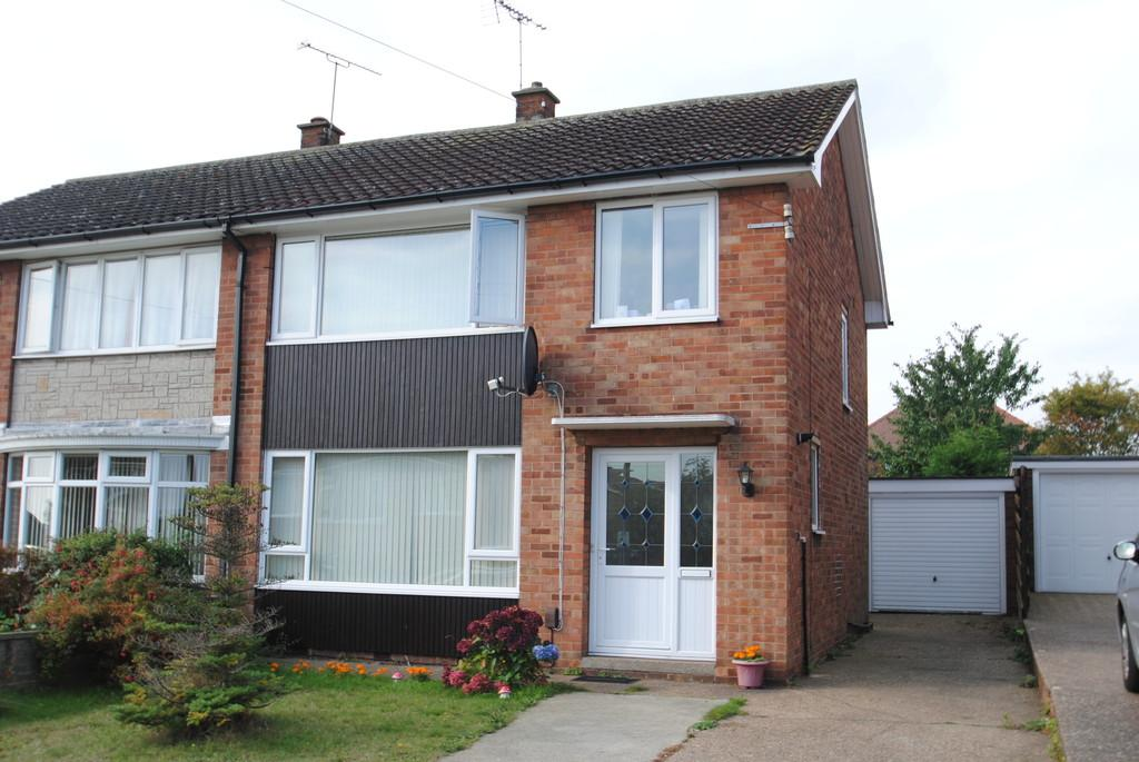 3 Bedrooms Semi Detached House for sale in Wheatley Hills, Doncaster