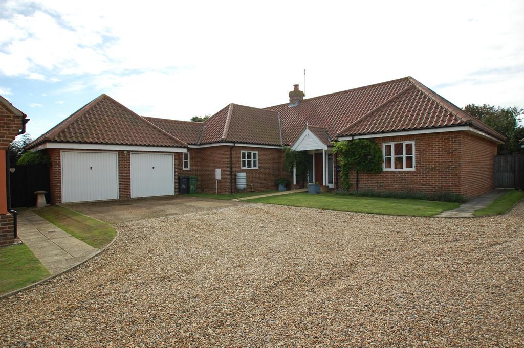 5 Bedrooms Detached House for sale in Meadow View, Bacton