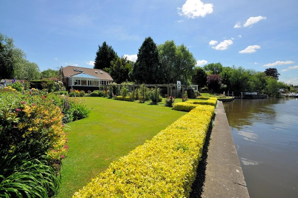 4 Bedrooms Detached Bungalow for sale in King John Close, Wraysbury