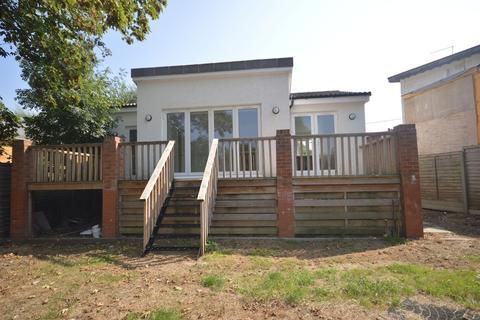 3 bedroom detached bungalow for sale - Wheatleys Eyot, Sunbury-on-Thames