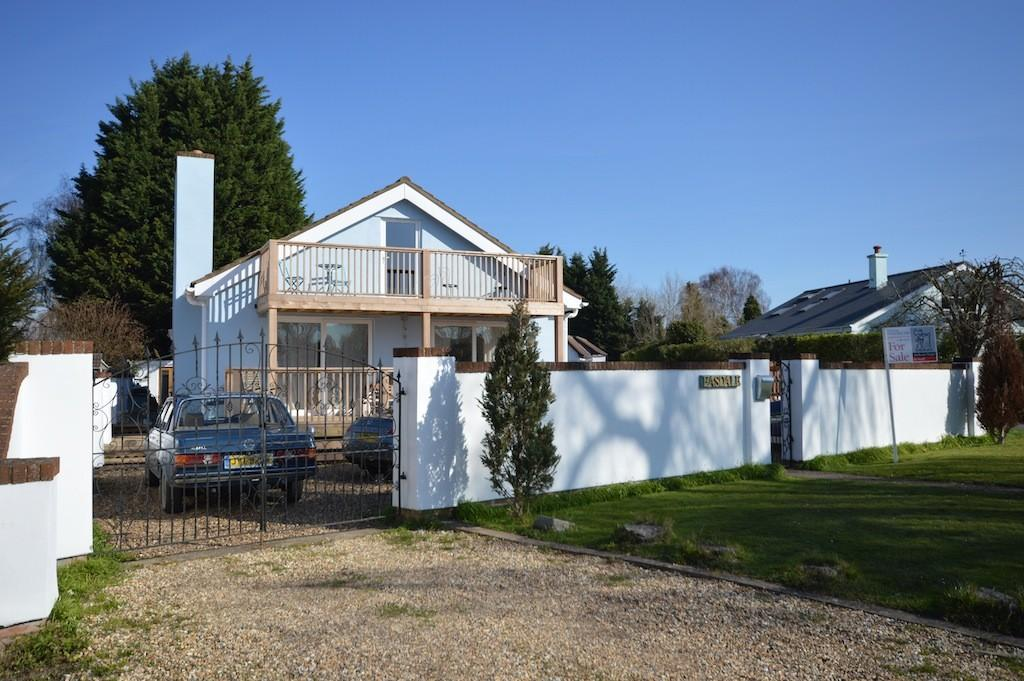 4 Bedrooms Detached House for sale in Towpath, Shepperton