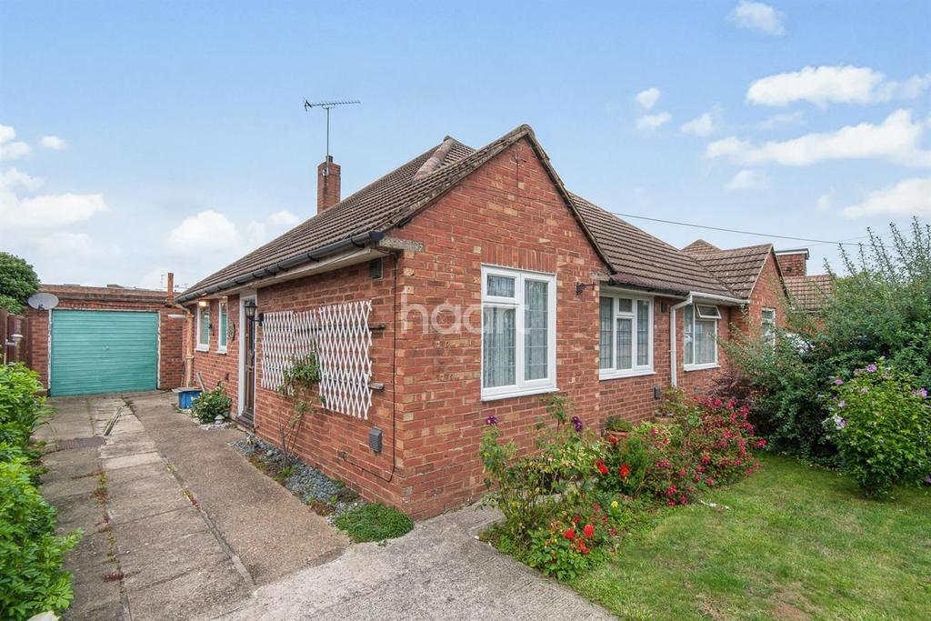 3 Bedrooms Bungalow for sale in Clare Road