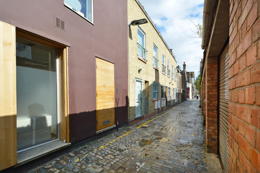 2 Bedrooms House for sale in Voss Street, Bethnal Green, London