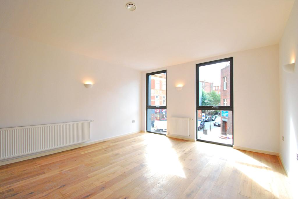 3 Bedrooms Flat for sale in Triangle Court, Camberwell, London