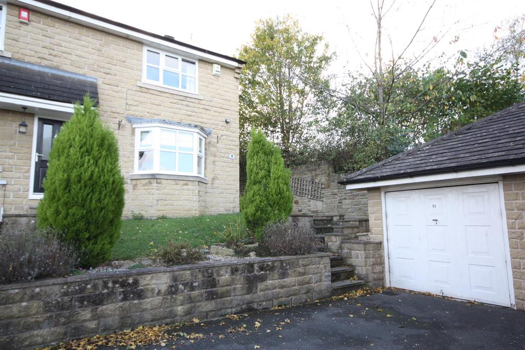 3 Bedrooms Semi Detached House for sale in Slingsby Close, Apperley Bridge