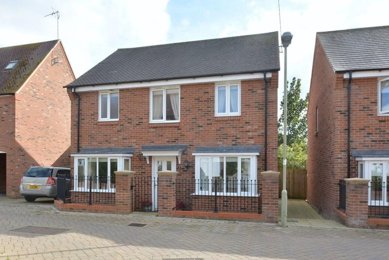 4 Bedrooms Detached House for sale in Augusta Way Central, Andover