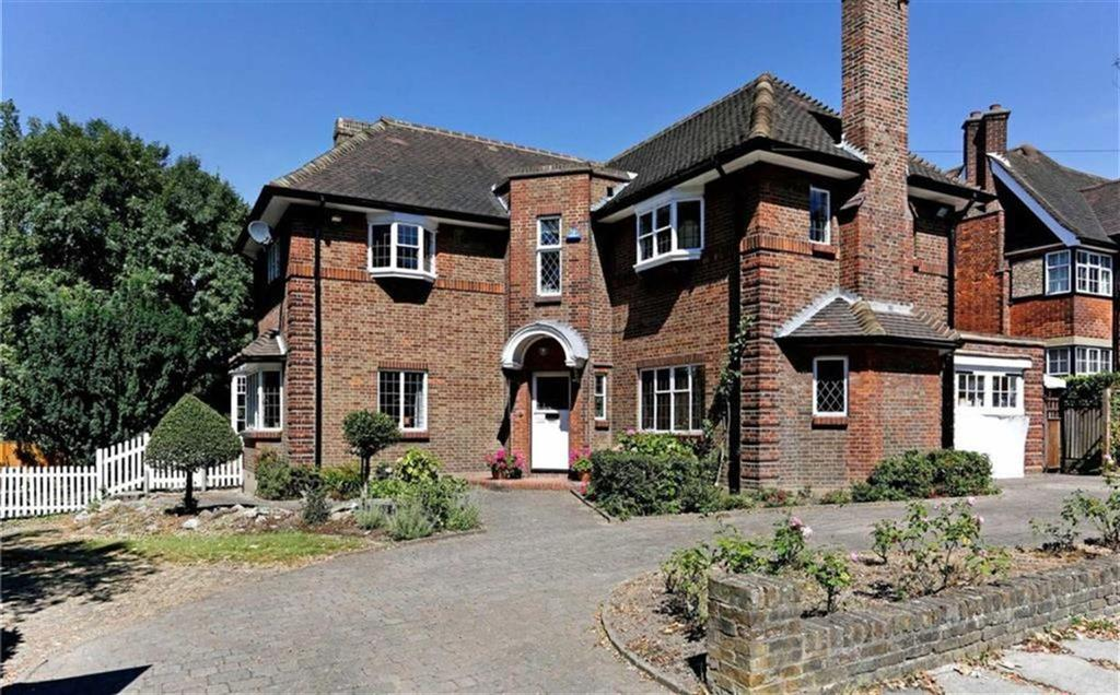 3 Bedrooms Detached House for sale in Sunset View, High Barnet, Hertfordshire