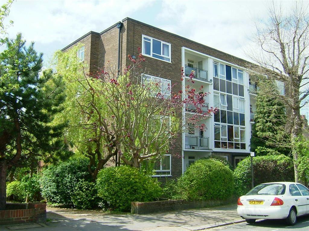 2 Bedrooms Apartment Flat for sale in Cornwall Court, Hove, East Sussex