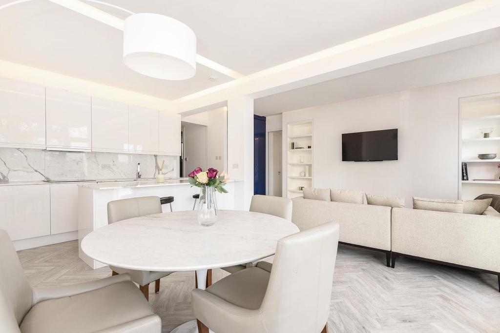 3 Bedrooms Flat for sale in Cheyne Walk, Chelsea