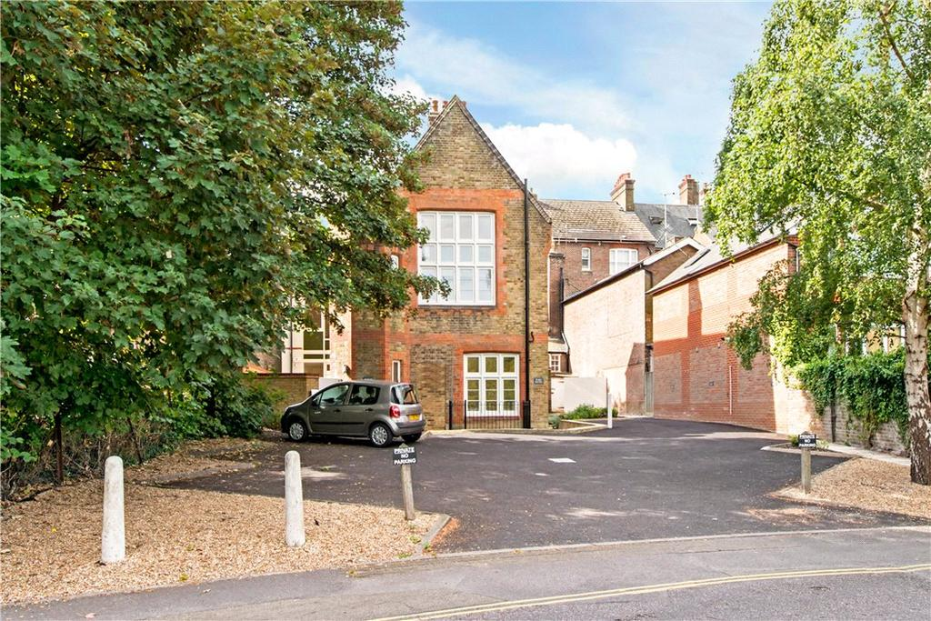 2 Bedrooms Flat for sale in Tower House, Lower Kings Road, Berkhamsted, Hertfordshire, HP4