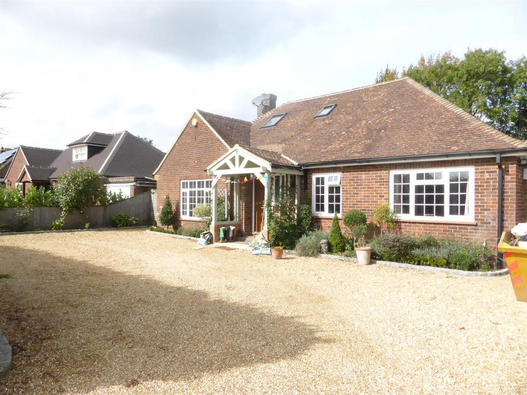 4 Bedrooms Detached Bungalow for sale in Upper Basildon