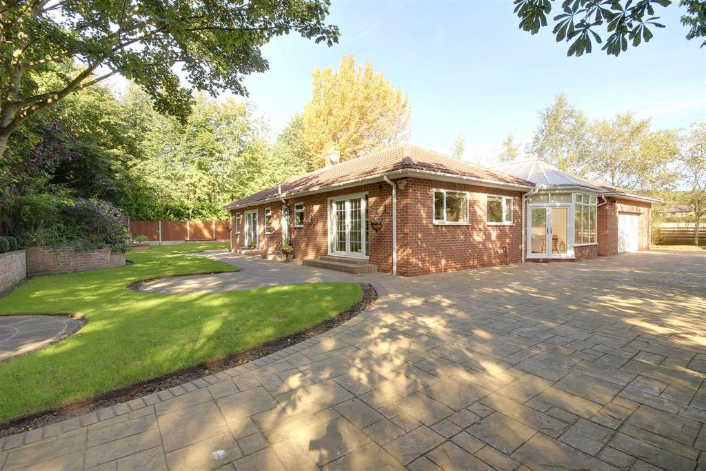 4 Bedrooms Detached Bungalow for sale in Station Road, South Cave, Brough