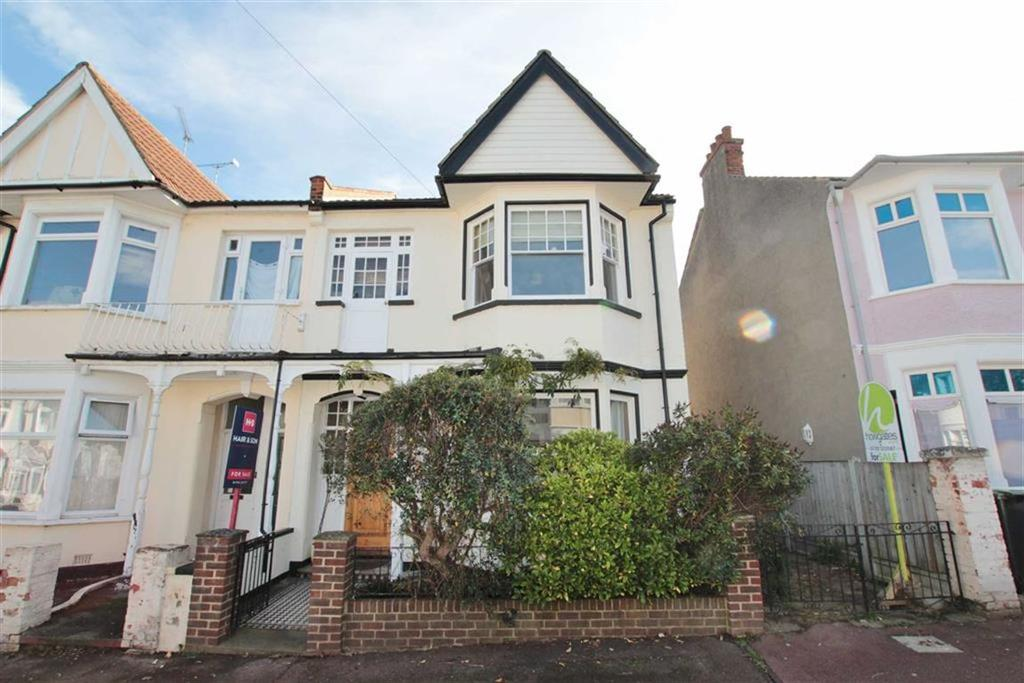 4 Bedrooms Semi Detached House for sale in Ramuz Drive, Westcliff-On-Sea, Essex