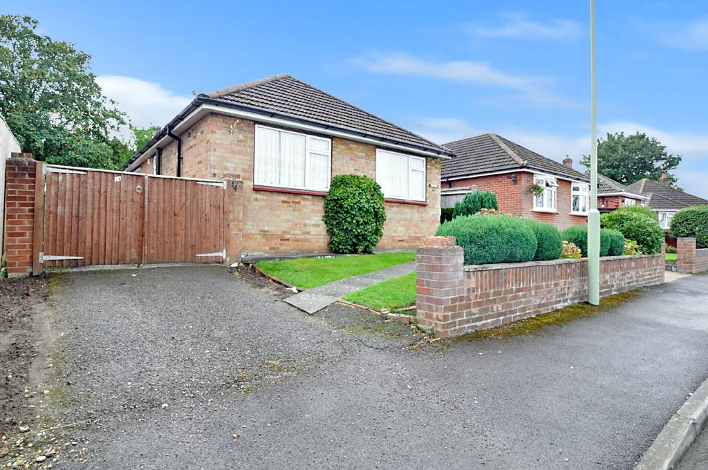 2 Bedrooms Detached Bungalow for sale in Severn Way, West End, Southampton, SO30 3FZ