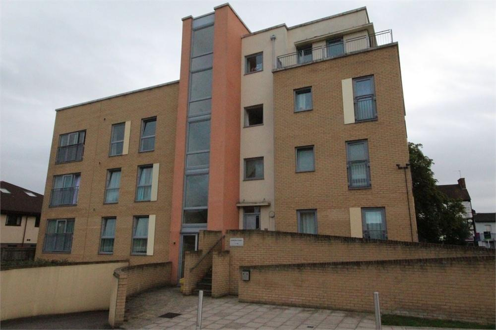 2 Bedrooms Flat for sale in Aurora Court, Fortune Avenue, Edgware, Middlesex